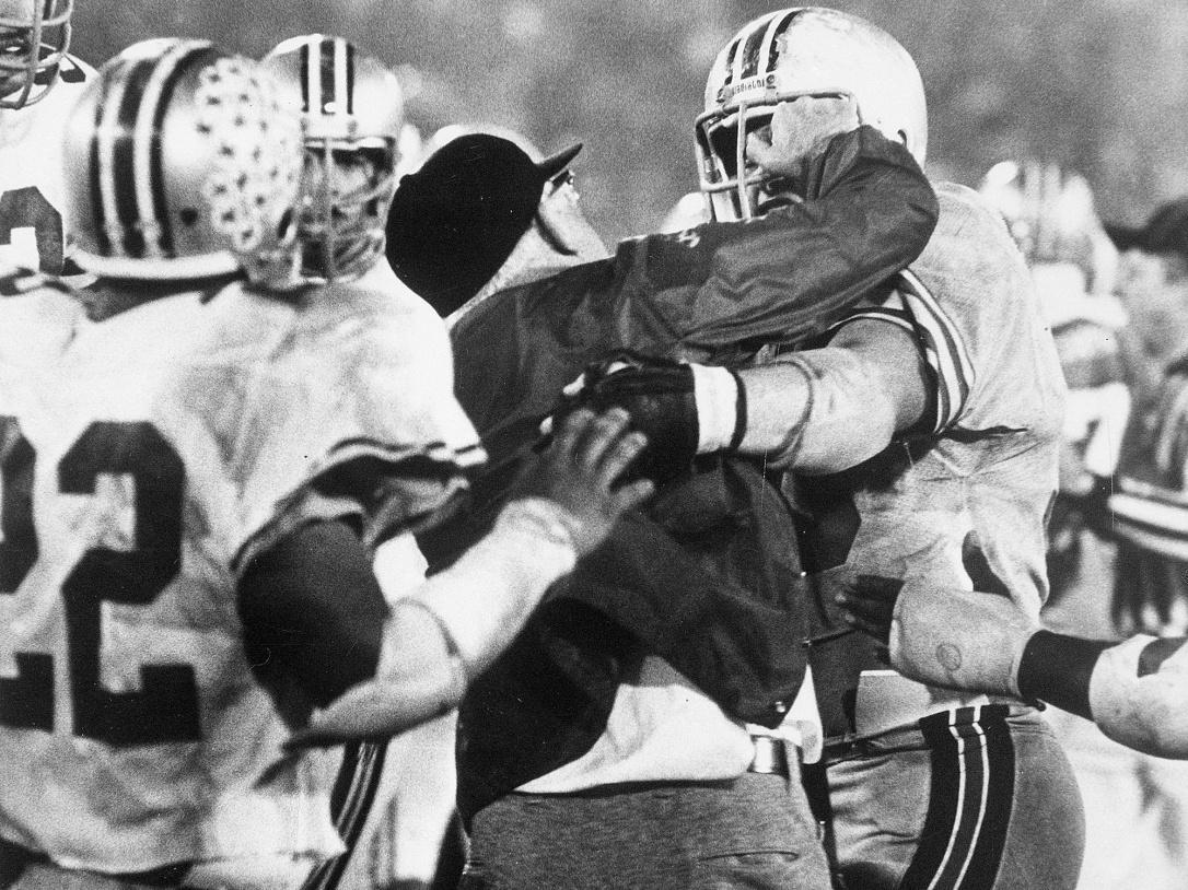 woody-hayes-punch-clemson-ohio-state-gator-bowl-1978